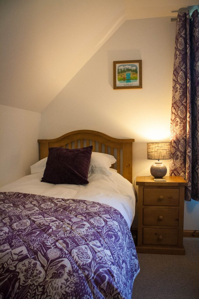 Single bed in the twin room at Kingsreach B&B