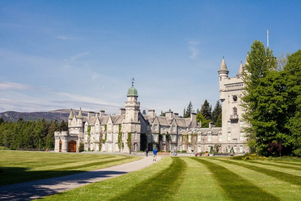 Balmoral Castle is the summer residence of the Queen until today. You can visit this castle near Ballater in the Royal Deeside between May and July.