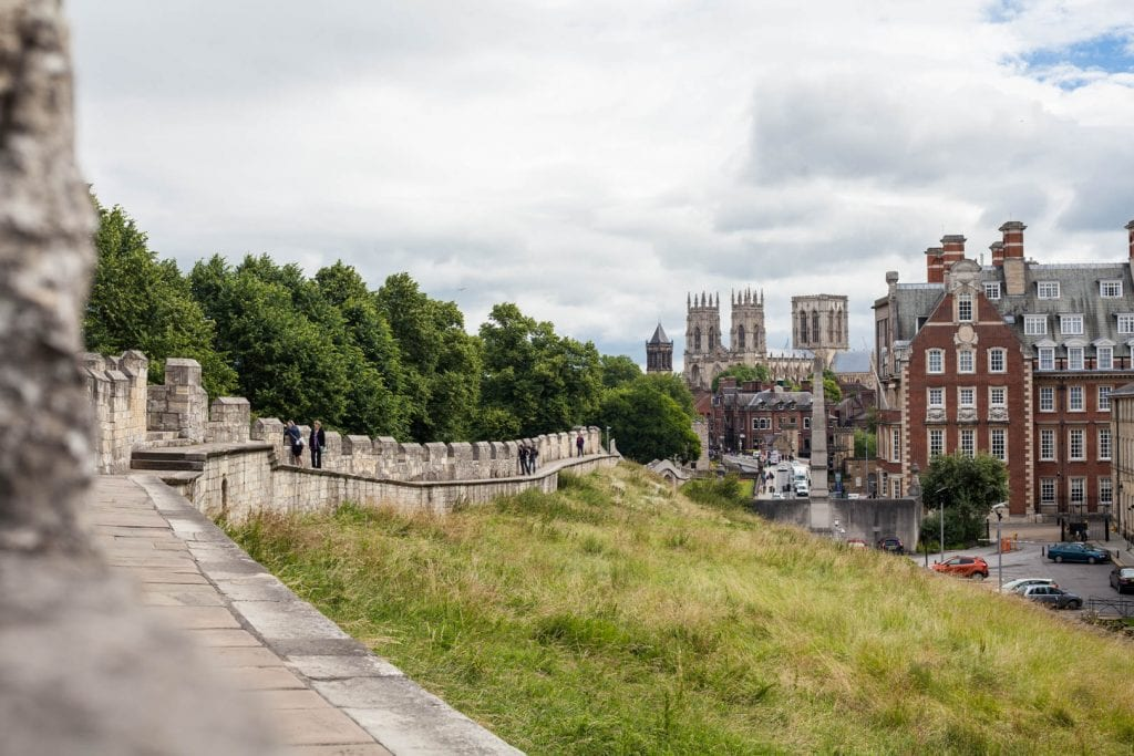 York makes for a great stop on your UK itinerary! This is my quick guide to spending 24h in York incl. where to stay, what to do & where to eat.