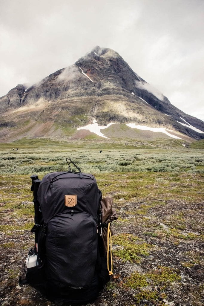 A Fjallraven trekking backpack in the mountains of Sweden. - The best trekking backpacks & their must-have features